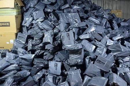 早报:快递污染:包装回收不足10% 胶带降解难 马云取代王健林成为中国首富