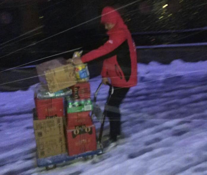 早报:寒冬腊月百万快递员正在冒雪送包裹 直播平台一年消失上百家最坏的时刻还未到来