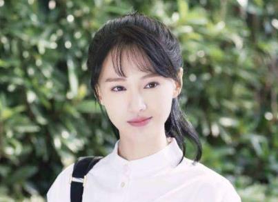 """明星网店:郑爽的""""MESSIERVIIVII旗舰店"""""""